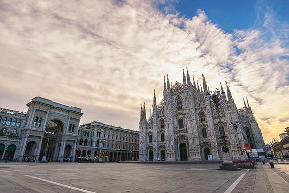 כיכר הדואומו במילאנו ריקה מאדם. האם פתיחה מחודשת של האתרים המפורסמים תחזיר את התיירים?
