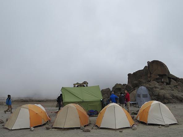מחנה האוהלים שלנו, בלילה לפני העלייה לפסגה