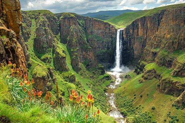 """נוף בלסוטו. המדינה הקוטה, שכולה נמצאת בגובה של יותר מאלף מטר, מכונה """"הממלכה שבשמיים"""""""