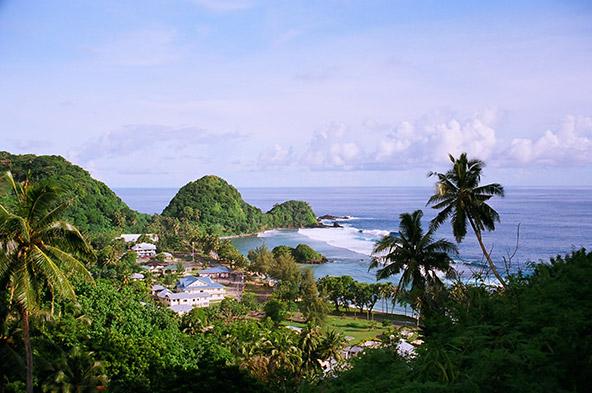 הנופים בסמואה מזכירים במשהו את את נופי הוואי, עם צמחייה שופעת והרי געש