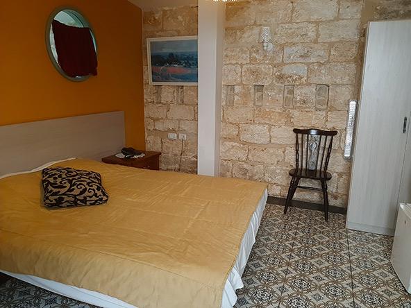 מלון בוטיק אל חכים. הנגריה של סבא, ששכנה במבנה מתקופת הצלבנים, הפכה למלון בוטיק מקסים
