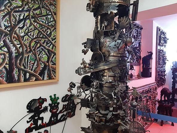 מוזיאון הבית של אמיר אלקיים (בתמונה התחתונה). אם תמונה שווה אלף מילים, ידרשו ספרים שלמים כדי לתאר את המקום הזה