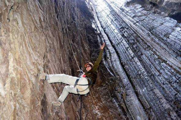 """גלישה במערת מלח""""ם בהר סדום"""