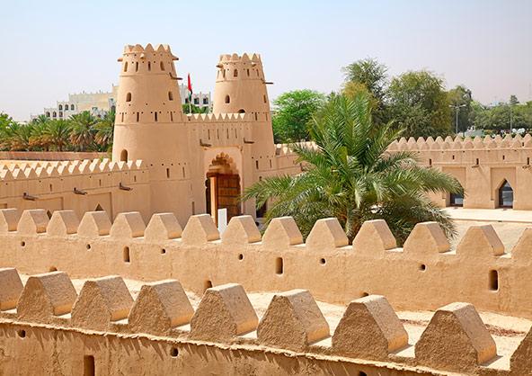 בסביבת העיר המודרנית אל עין יש שלל אתרים היסטוריים וארכאולוגיים, שהוכרזו כאתרי מורשת עולמית