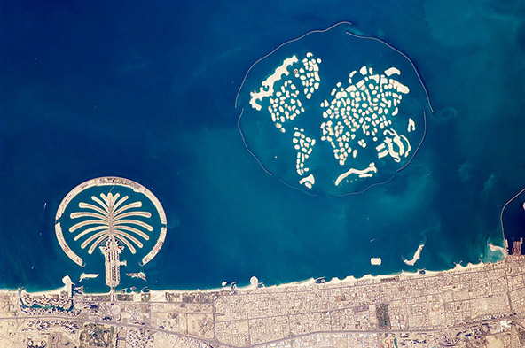 פרויקטי בנייה גרנדיוזיים מתקיימים לא רק ביבשה אלא גם בים: איי העולם ואי התמרים מול חופי דובאי