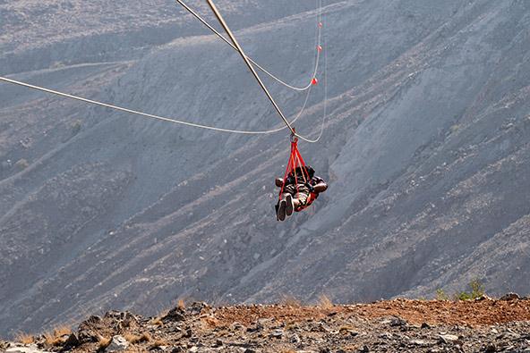 לעופף מעל הנוף: ירידה באומגה של ג'בל ג'איס, הנחשבת לארוכה בעולם