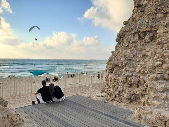 מצודת אשדוד ים. שילוב מושלם של חומות וביצורים עתיקים וים כחול