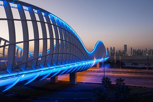 גשר בדובאי. אדריכלות מפתיעה היא רק אחד הדברים שתגלו בטיול באיחוד האמירויות הערביות יש עוד