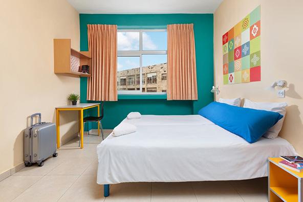 חדר זוגי באברהם הוסטל בכיכר הדוידקה | באדיבות אברהם הוסטלס