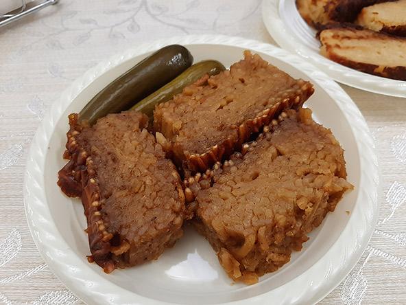 קוגל ירושלמי שהכינה רבקה. הביקור בביתה בשכונת הבוכרים פותח צוהר לחיים של משפחה חרדית ירושלמית