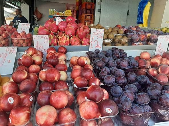 דוכן פירות בשוק תלפיות