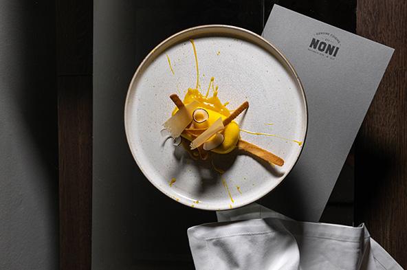 מנה במסעדת Noni של שף ג'ונתן ברינקאט, בעלת כוכב מישלן