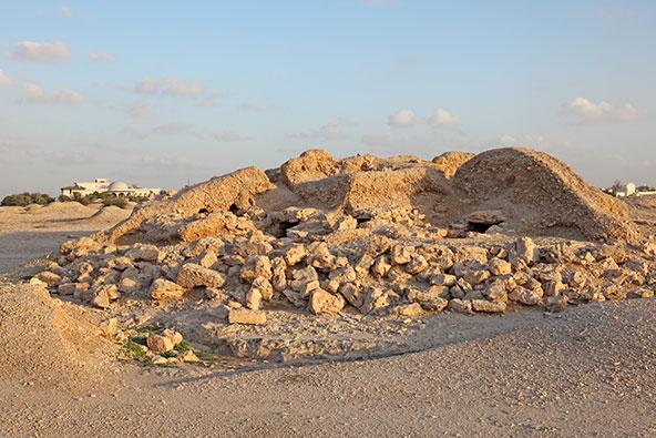 אתר קבורה של הדילמון. באזור יש אלפי תלוליות קבורה של התרבות העתיקה הזאת