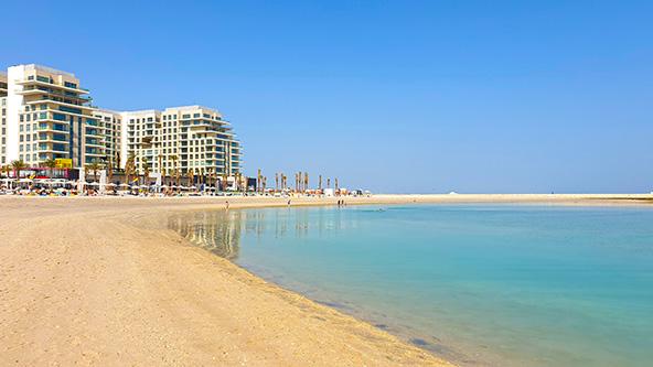 חוף מראסי, רצועת חוף חולית רחבה ונקייה המתאימה מאוד לבילוי משפחתי