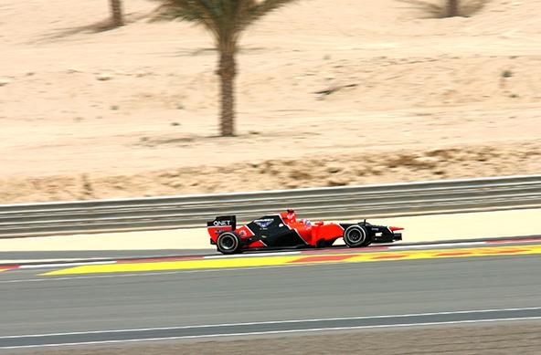 מרוץ פורמולה 1 בסאח'יר שבדרום בחריין. המנצחים מסתפקים במשקה לא אלכוהולי במקום השמפניה המסורתית