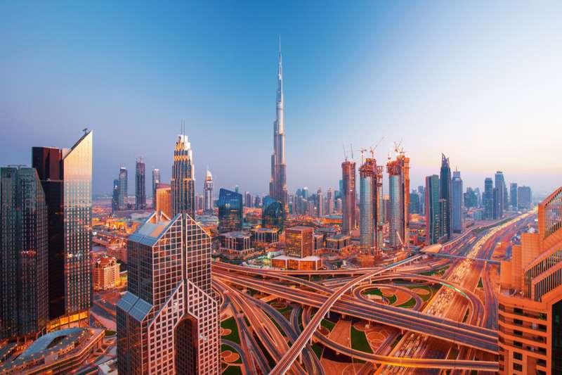 מרכז העיר דובאי בו מתנוסס בורג' אל ערב, המגדל הגבוה בעולם