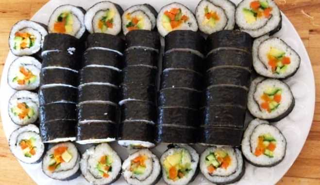 מהמטבח של מיכל יצא מגש סושי מושלם. צילום: רונה לוסטיג