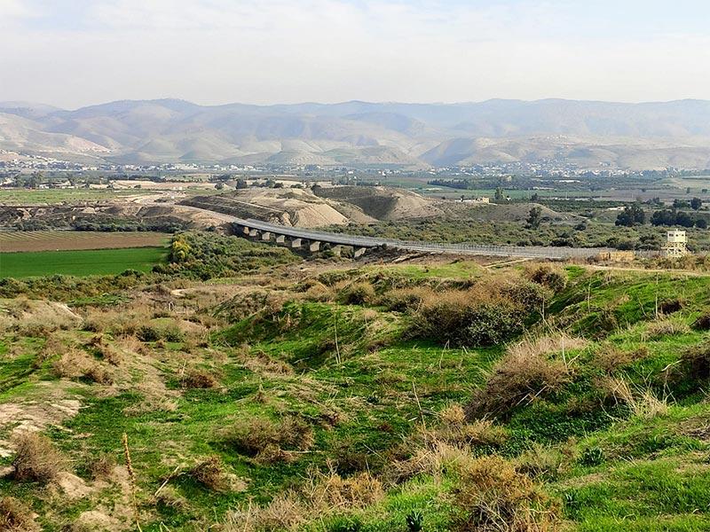 מהצד השני: עבר הירדן והרי הגלעד בתצפית מאזור טירת צבי | צילום: דני הרן
