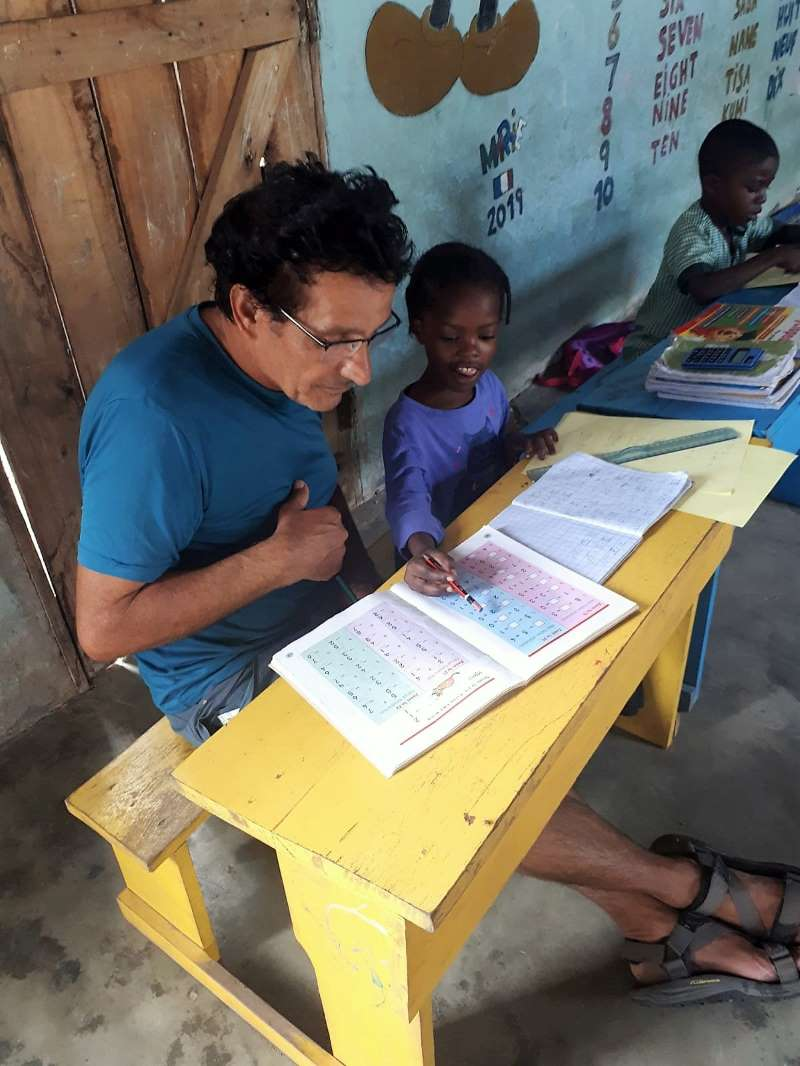 התנדבות בבית הספר: אני קיבלתי את הילדים הגדולים, בני ה-7 ואיתם עבדתי על תרגילי חשבון ואנגלית בסיסית