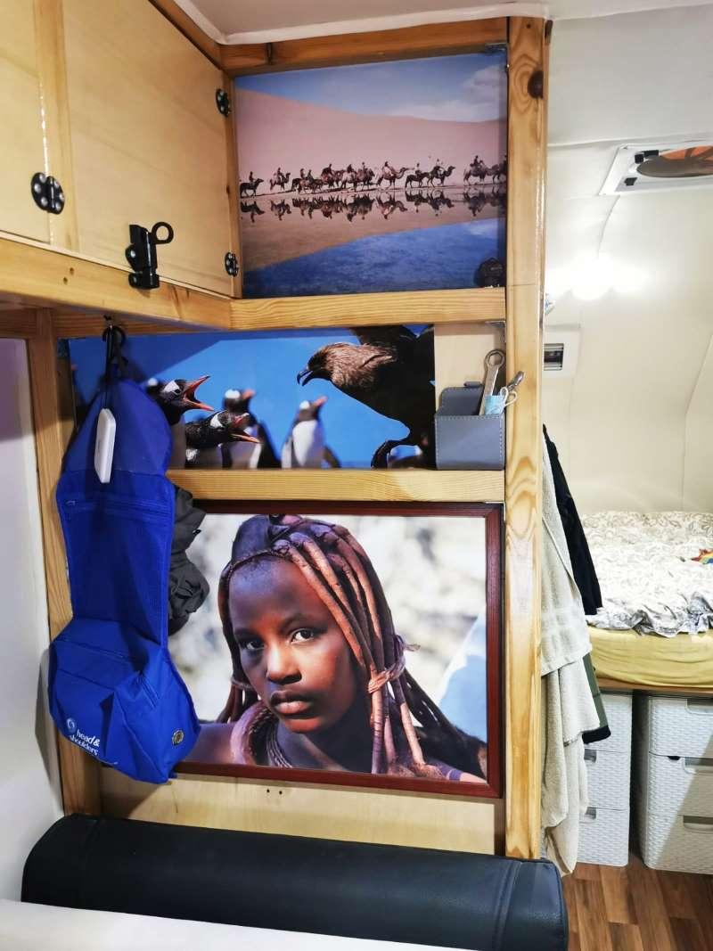התמונות מרחבי העולם שעיטרו את קירות המשרד היפה שלי מצאו את מקומם בקרוואן.