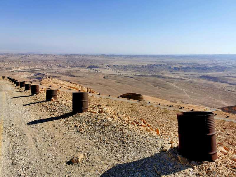 הנבטים הרומאים ובעקבותיהם הבריטים סללו דרך וטיפסו במעלה העקרבים דרך המדרון הסלעי של רכס חצרה