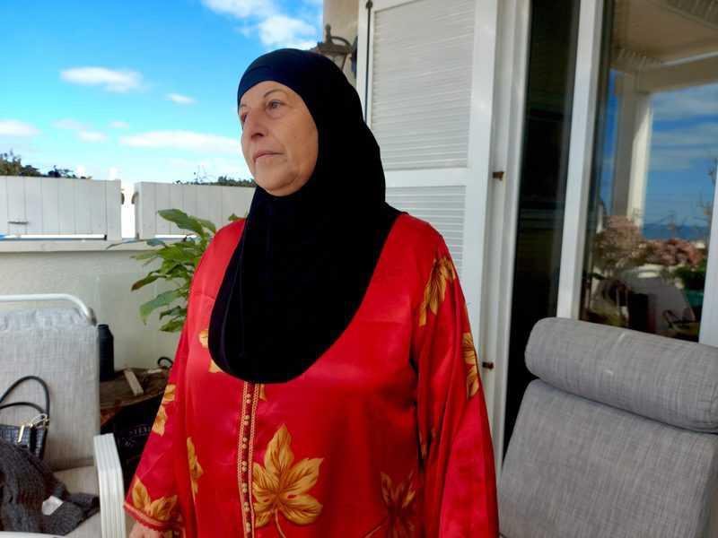 עליא דסוקי שמארחת בביתה בשכונת עג'מי