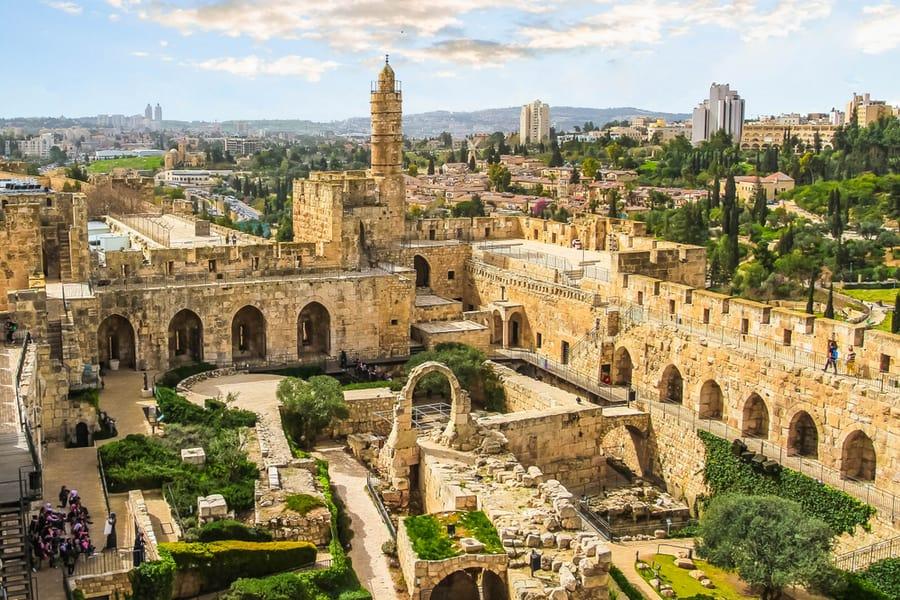 חדש מול עתיק בירושלים, צילום שאטרסטוק
