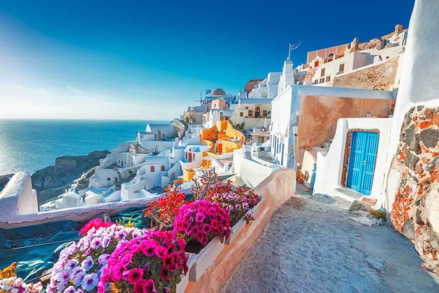 """חופשה בחו""""ל עם דרכון אירופאי"""