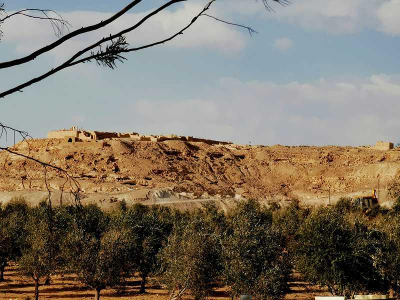 עבדת העתיקה הייתה עיר מפוארת שהתנוססה על גבעה רמה מעל דרך מסחרית חשובה היא דרך הבשמים