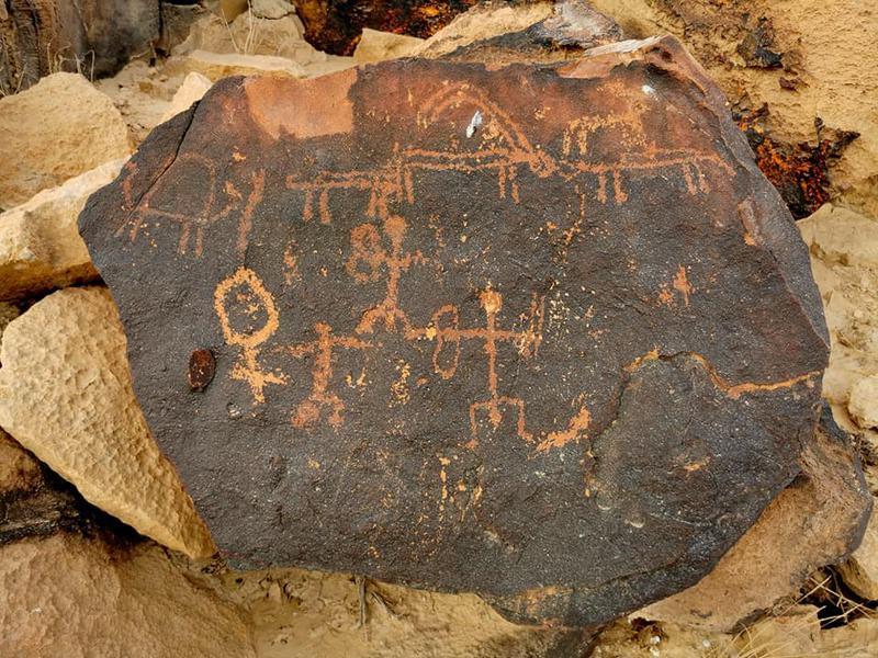 אנחנו מוצאים במדבר חמשת אלפים שנים עד תקופת הברזל תרבות גבוהה של מתקני פולחן ובהם ציורי סלע, ללא סימני מגורים, כנראה של נוודים