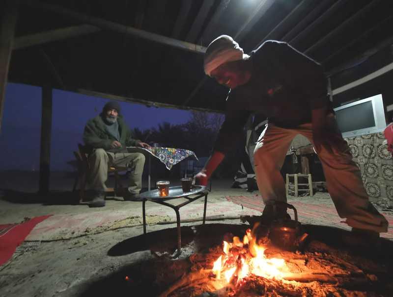 """סולימאן צעיר ממני בשנים ספורות, בן 58 או 59, """"נולדנו באוהל, כאן אף אחד לא יודע מתי הוא נולד בדיוק"""""""
