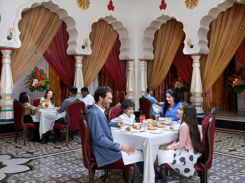 בשונה מההיצע הקולינרי ברוב פארקי השעשועים, בדובאי פארקס יש מסעדות מצוינות, כמו נמסה, מסעדה הודית בבוליווד