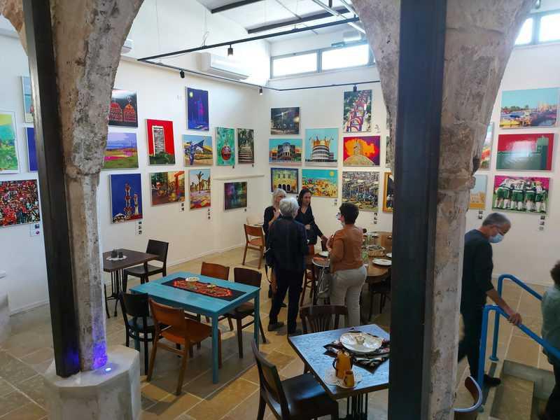 קיבוץ גלויות 91. שילוב מקסים של בית קפה ומתחם אמנות ועיצוב