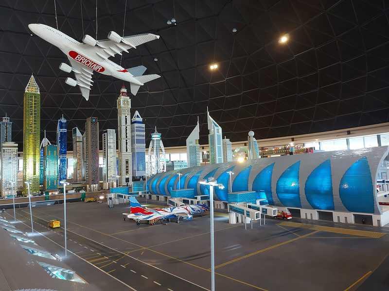 מיני דובאי. שדה התעופה הסופר מודרני וגורדי השחקים הנוצצים של דובאי בזעיר אנפין