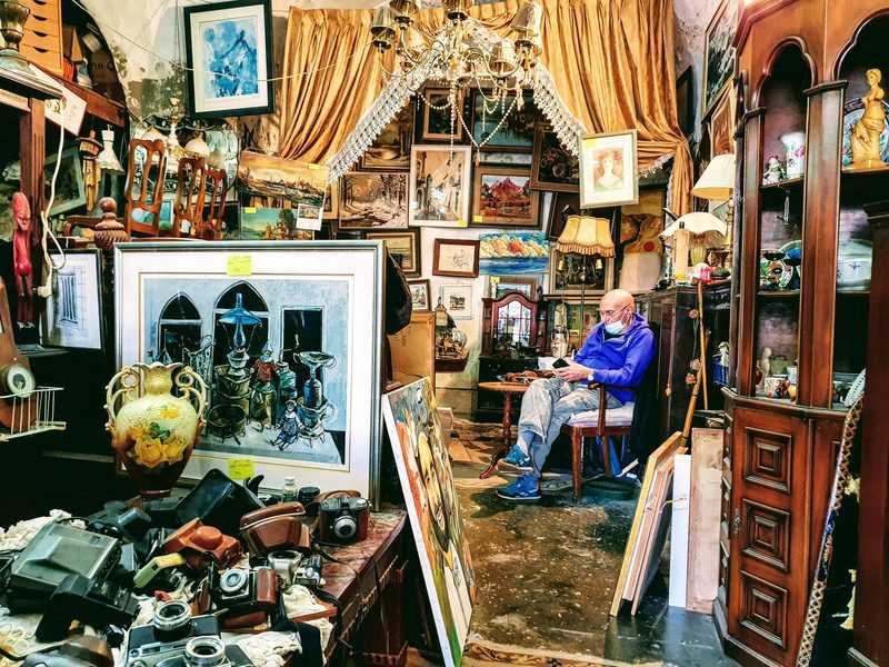 חנות בשוק הפשפשים   צילום: תומר פוקס