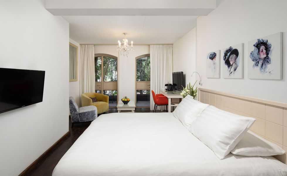 חדרים במלון טמפלרס. כל חדר מעוצב באופן שונה וייחודי   צילומים: אורי אקרמן