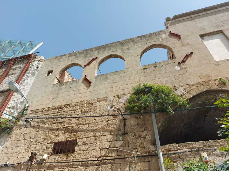 ואדי סאליב. בניינים נטושים והרוסים למחצה מזכירים את העבר הכואב
