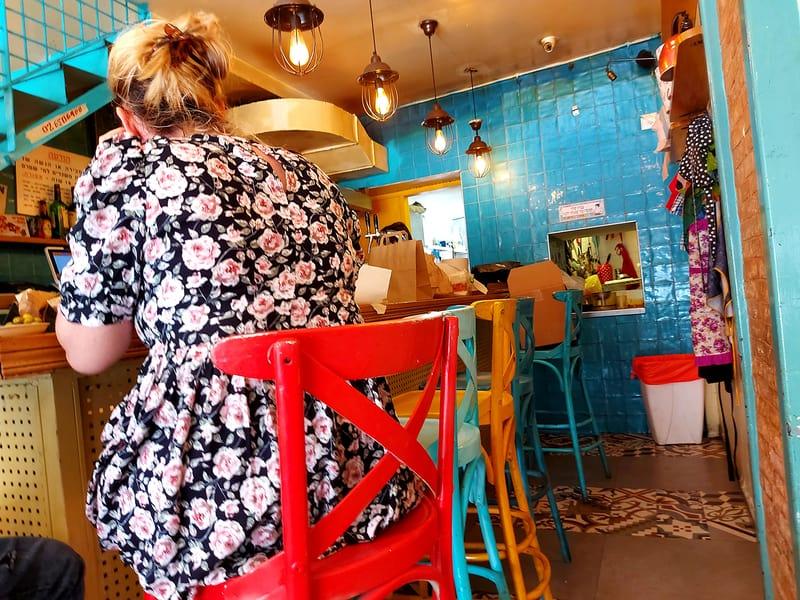 למעלה: הדקל 3, מסעדת שף אינטימית מקבוצת מחניודה; למטה: דוויני פיתה בר, עם הפתעות בפיתה