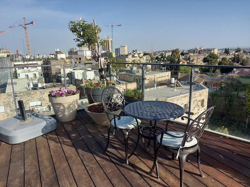 הנוף ממרפסת הגג במלון בצלאל. מושלם לחובבי נופים עירוניים