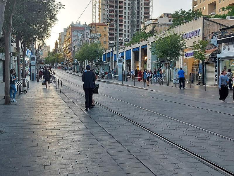 רחוב יפו בשעת בין ערביים. מסע במקום ובזמן