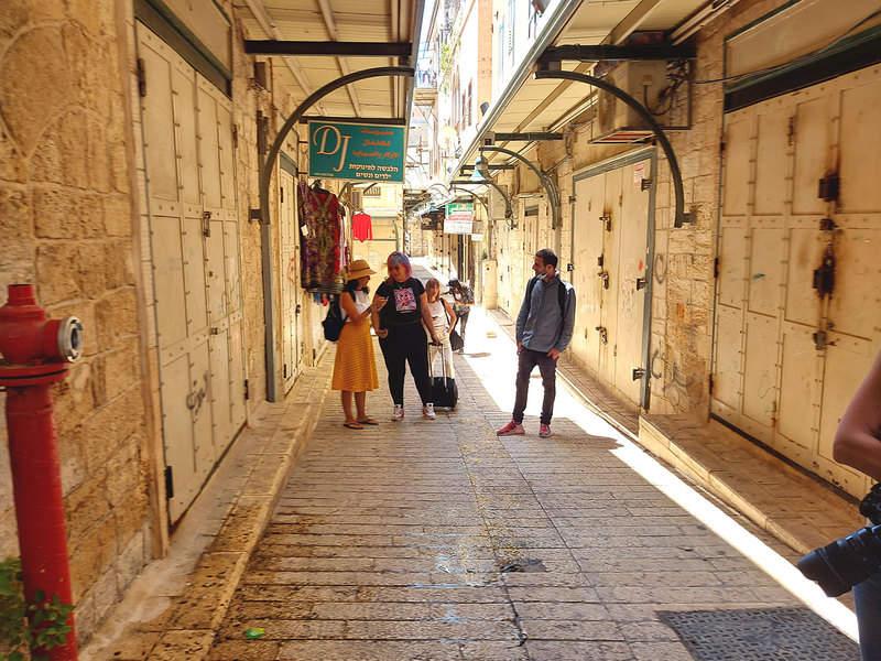פה ושם בסמטאות העיר העתיקה של נצרת