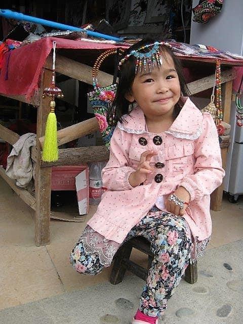 בת יאו (מונג) שלמדה לעשות חנדלך לתיירים
