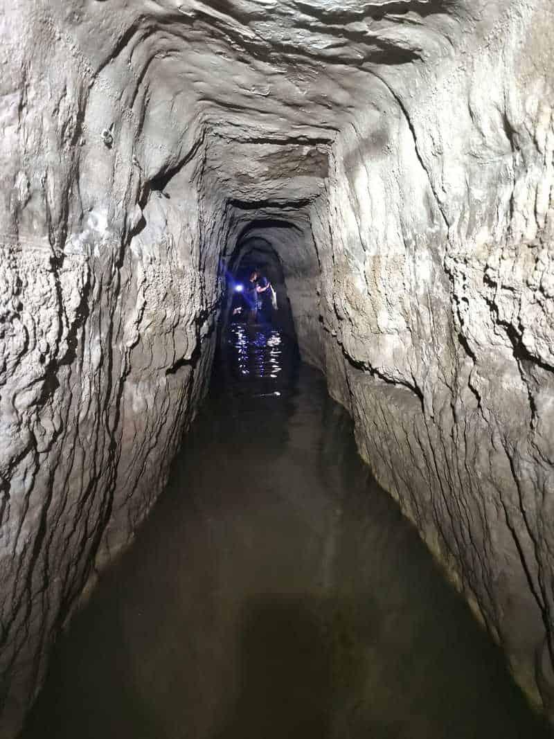 למטה במנהרה זרמו הרבה מים