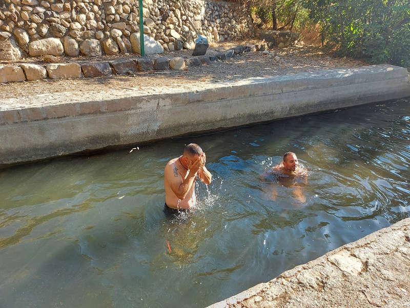 אל המעיין: טבילה בעין שוירח