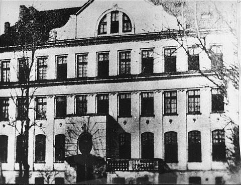 בית היתומים בוורשה - תמונה משנת 1935. קורצ'אק התגורר בעליית הגג