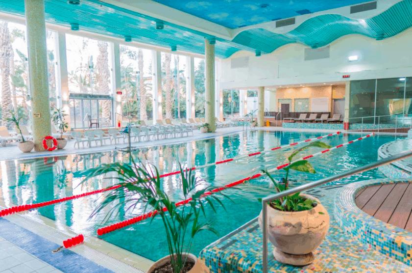 מלון רמדה חדרה: חופשה על הים, קרוב לבית