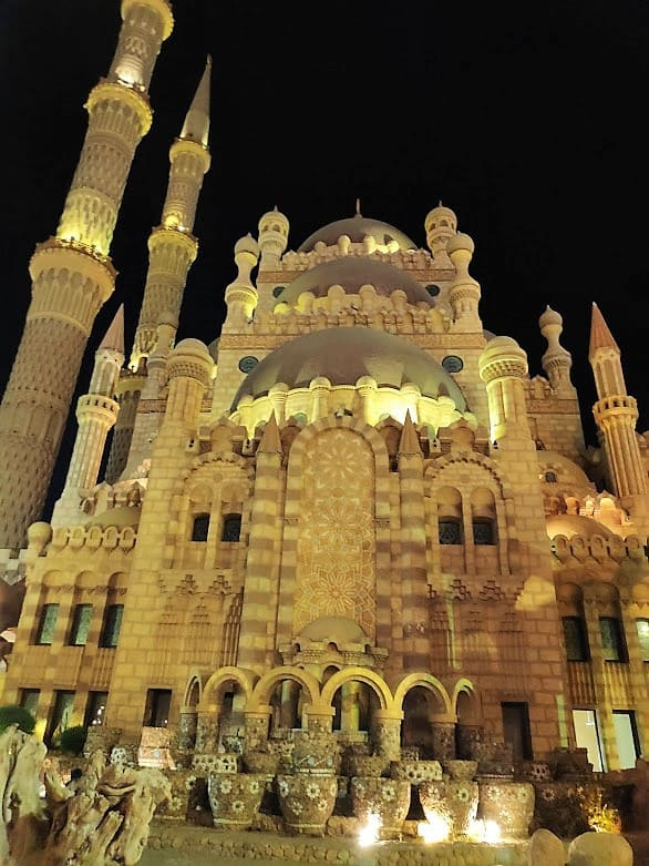 מסגד במרכז השוק בשארם א-שייח'. צילום: אופיר יהושפט