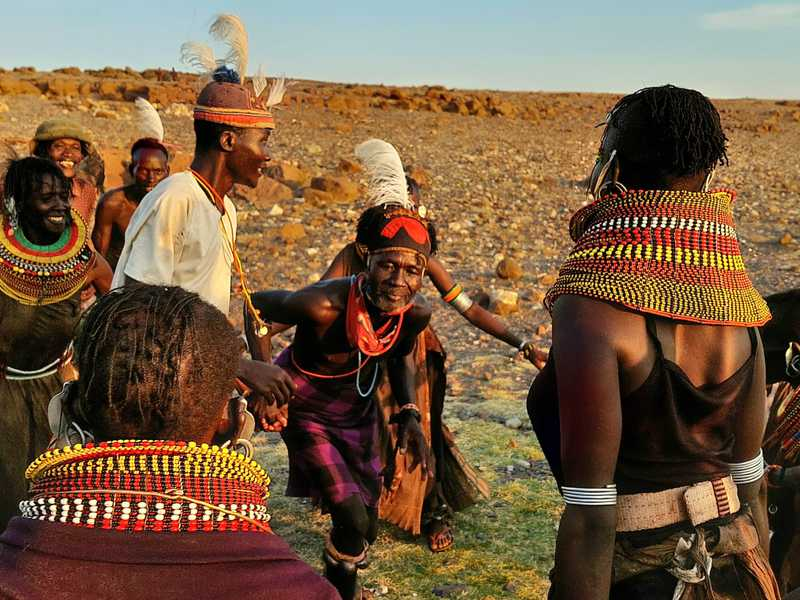 כל הכפר ילדים נשים וזקנים הצטרפו לריקוד והחגיגה התחילה