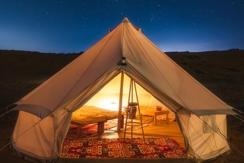 אוהל משודרג תחת שמים זרועי כוכבים בהרפתקה במדבר   צילום: בר שלגי
